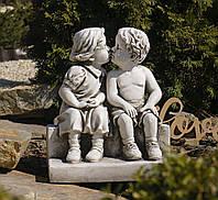 Садовая фигура для сада Целующиеся мальчик и девочка 34*24.7*39.5cm