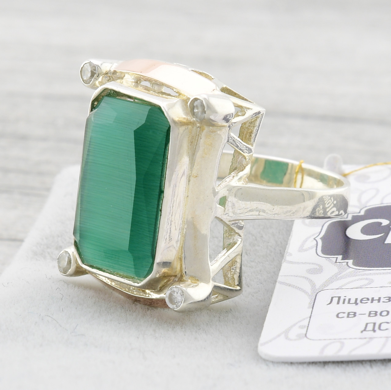 """Серебряное кольцо с золотыми пластинами """"Глория"""", вставка зелёный улексит, вес 6.6 г, размер 17"""
