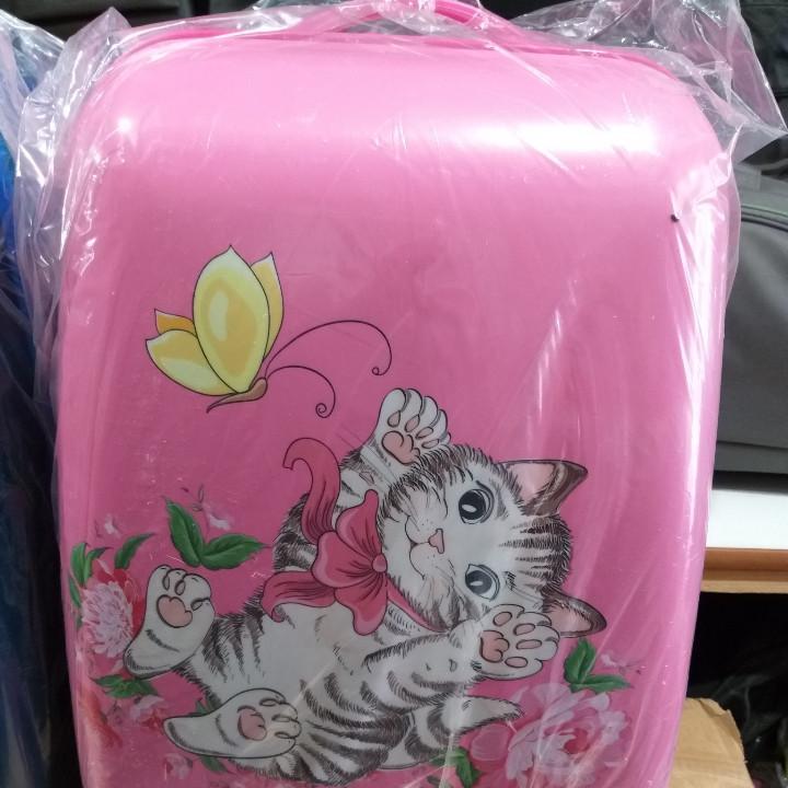 Детский пластиковый чемодан