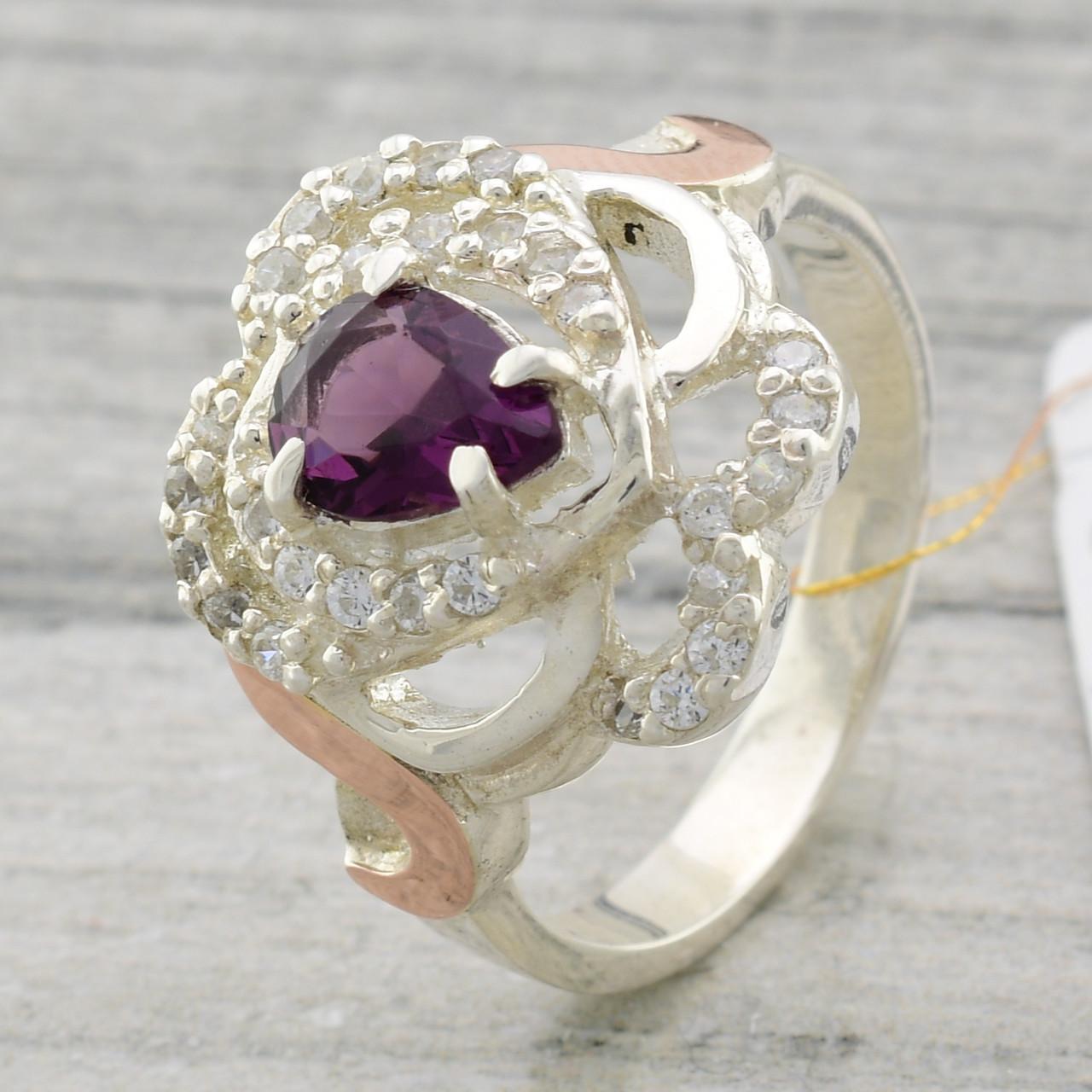 """Серебряное кольцо с золотыми пластинами """"Гера"""", вставка фиолетовый фианит, вес 6.5  г, размер 19"""