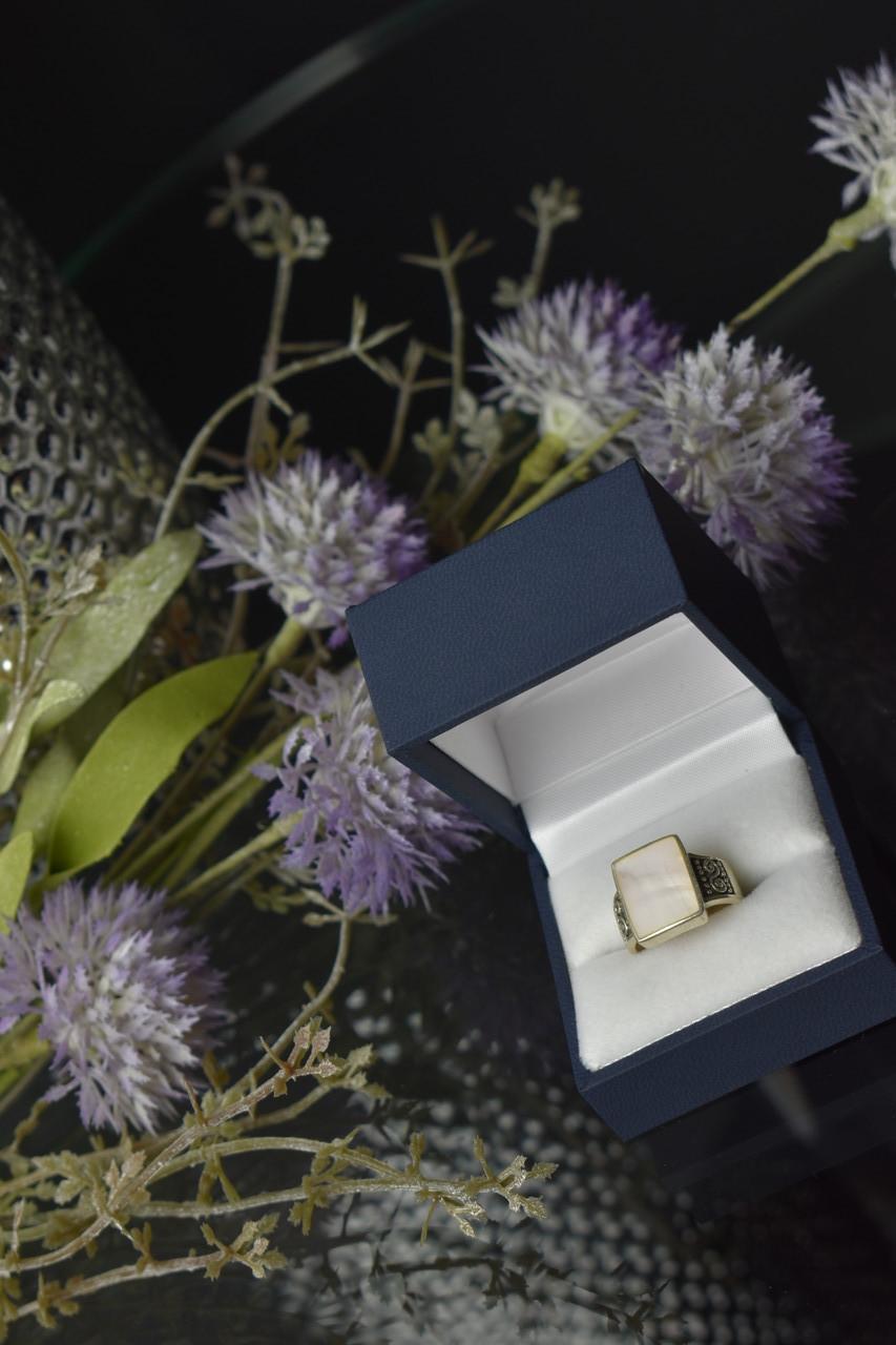 Серебряное кольцо 925 пробы с Перламутром