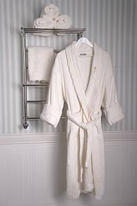 Банный набор Vincent Devois JANETTE Халат с кружевом + 2 полотенца с кружевом + брошь.
