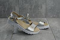 Кожаные женские босоножки практичные стильные молодежные в серебрянном цвете, ТОП-реплика, фото 1