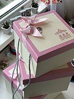 "Декоративная коробка с ручками ""Карусель""  розового цвета для подарков  ""L"""