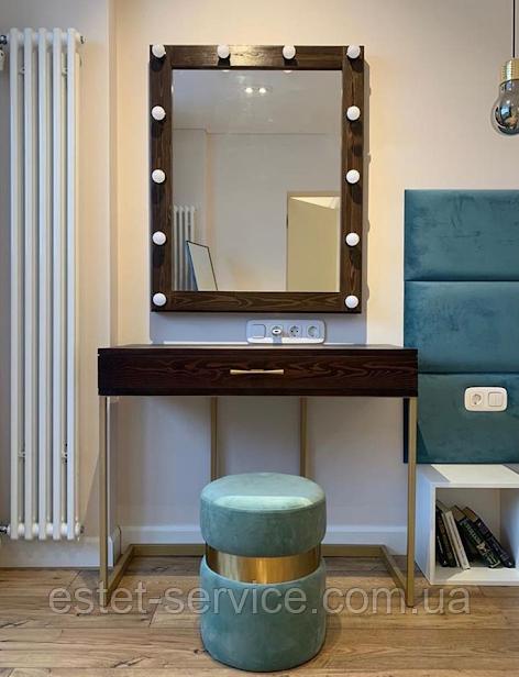 Туалетный столик на металлических ножках и с подвесным зеркалом