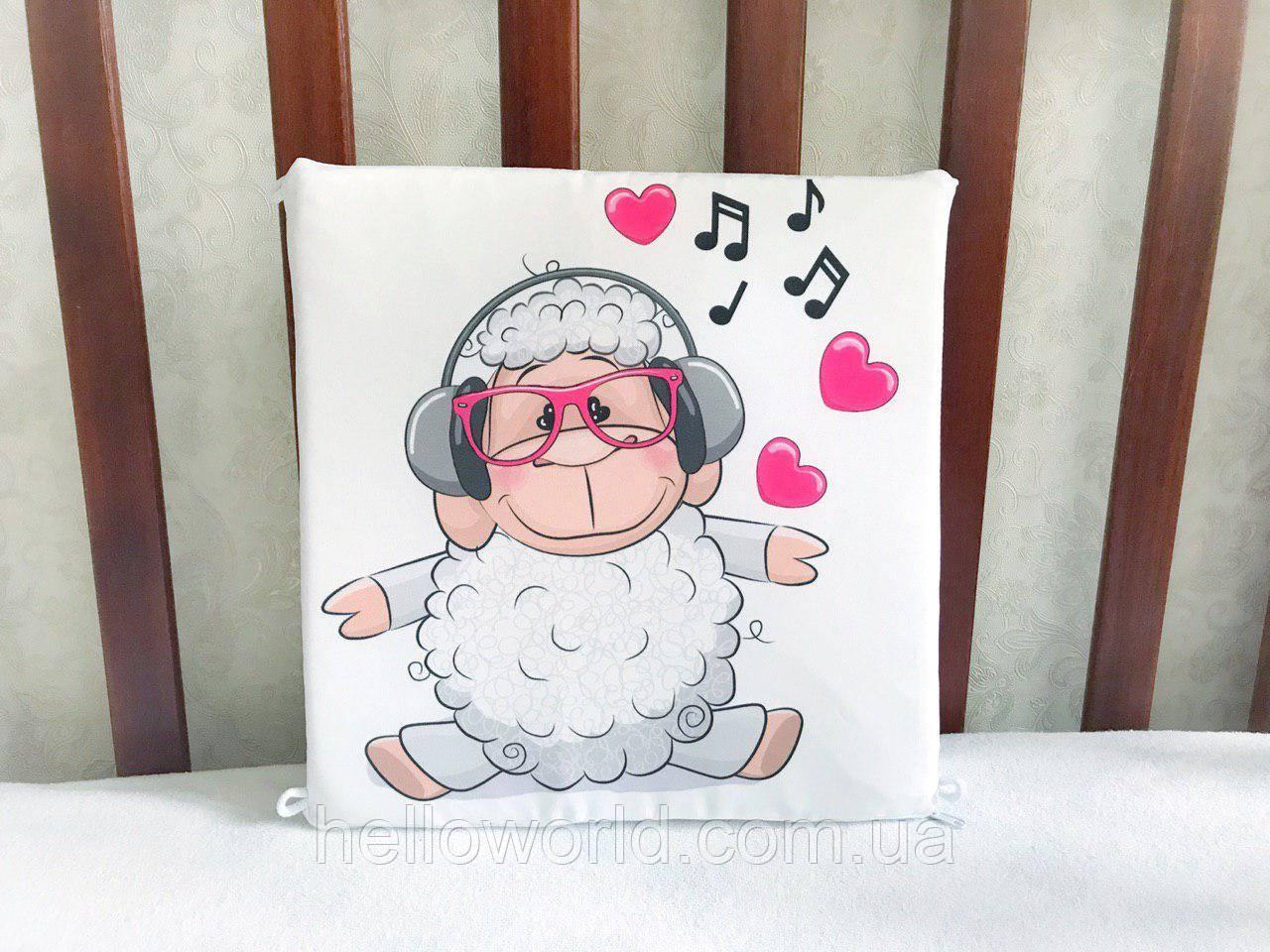 Бортик Белая овечка в розовых очках и наушниках