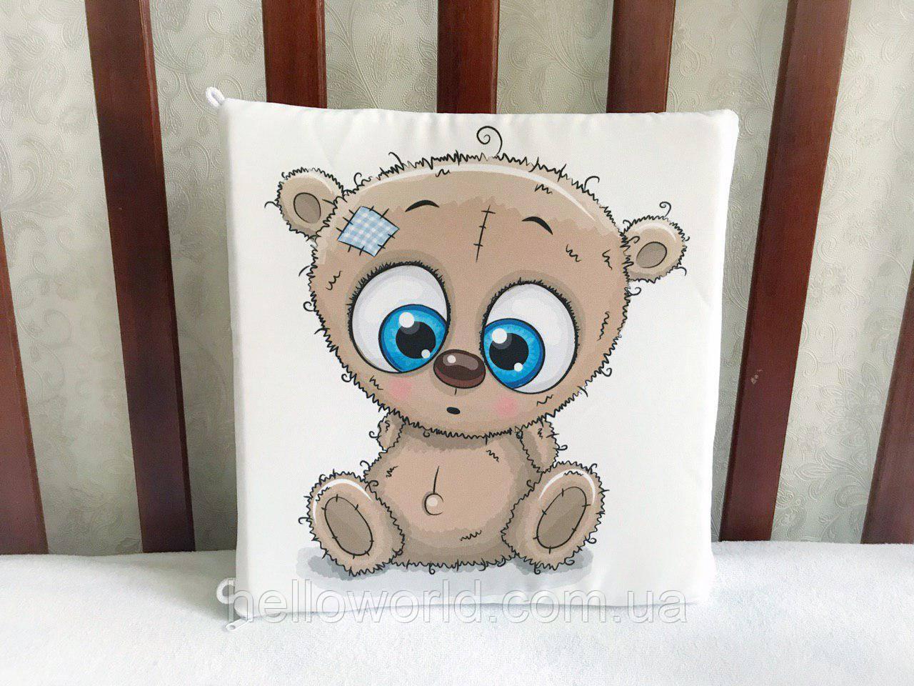 Бортик Бежевый мишка с голубыми удивленными глазами