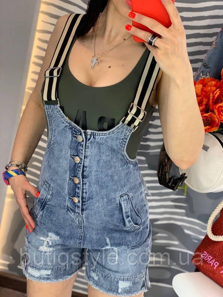 Женский комбинезон с шортами на лямках в полоску