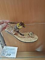 Сандалии кожзам украшены деревянными пуговицами