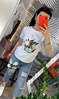 Женский стильный костюм: футболка и джинсы, фото 1