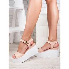 Кожаные босоножки и сандали