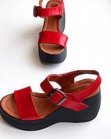 Женские кожаные босоножки TM Vinata красные на черной платформе, лето 2019, р 37,39,40