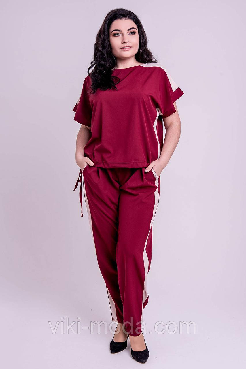 Летний, яркий костюм большого размера Нури, бордового цвета.