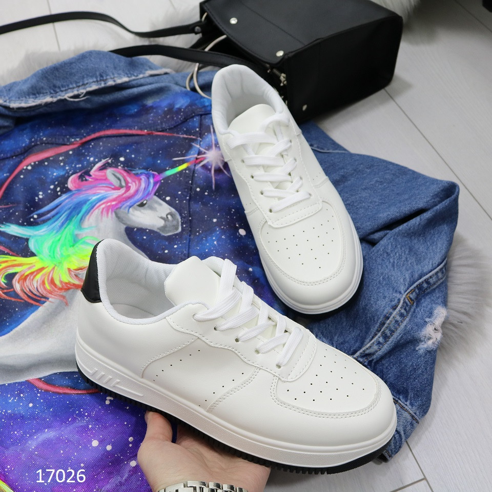 Женские кроссовки похожи на Nike air force белые с черной пяточкой