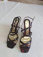 Босоножки на каблуке бордо