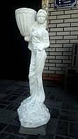 """Статуя """"Женщина с чашей"""""""