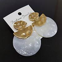Серьги женские Africa Fashion Jewelry белый перламутр 35mm (арт. ear-afr-white-pearl)
