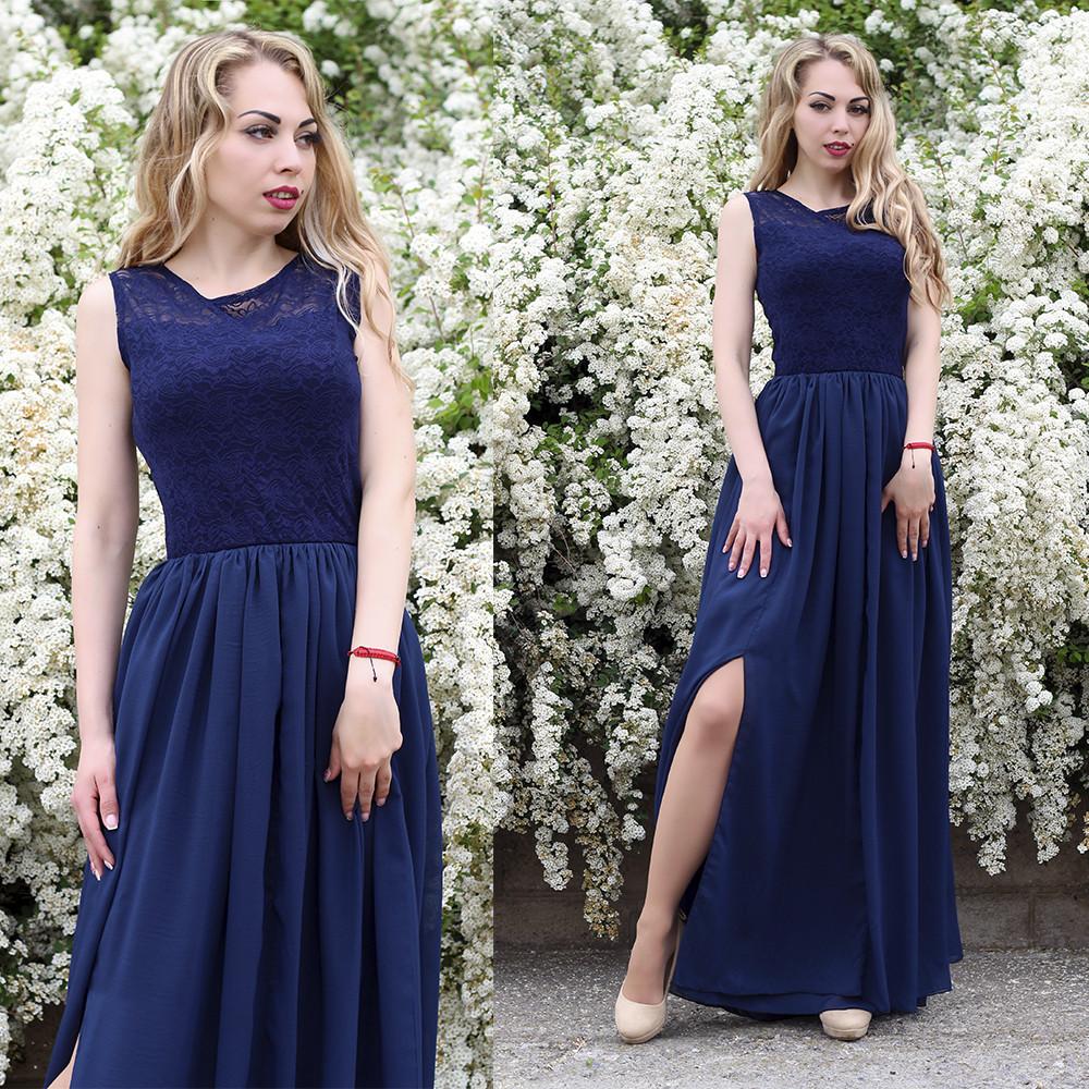 Роскошное платье в пол с вырезом