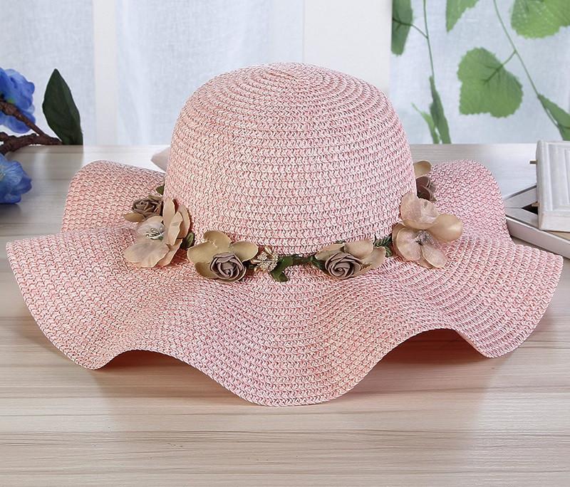 Пляжная женская шляпа розового цвета с веночком