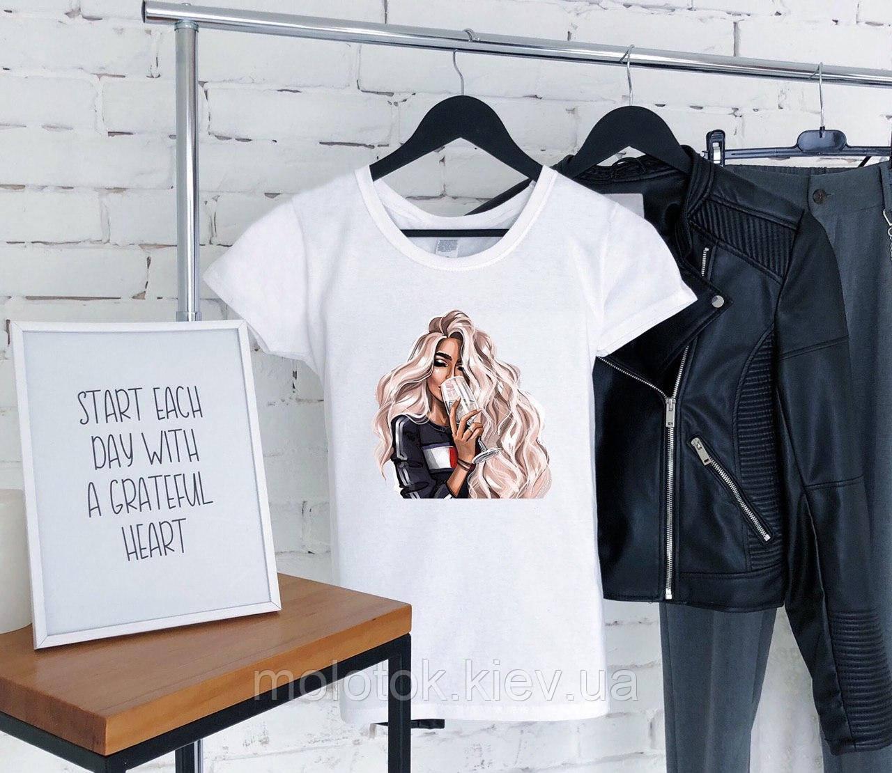 Женская футболка с девушкой летняя белая рисунок качественная шелкография