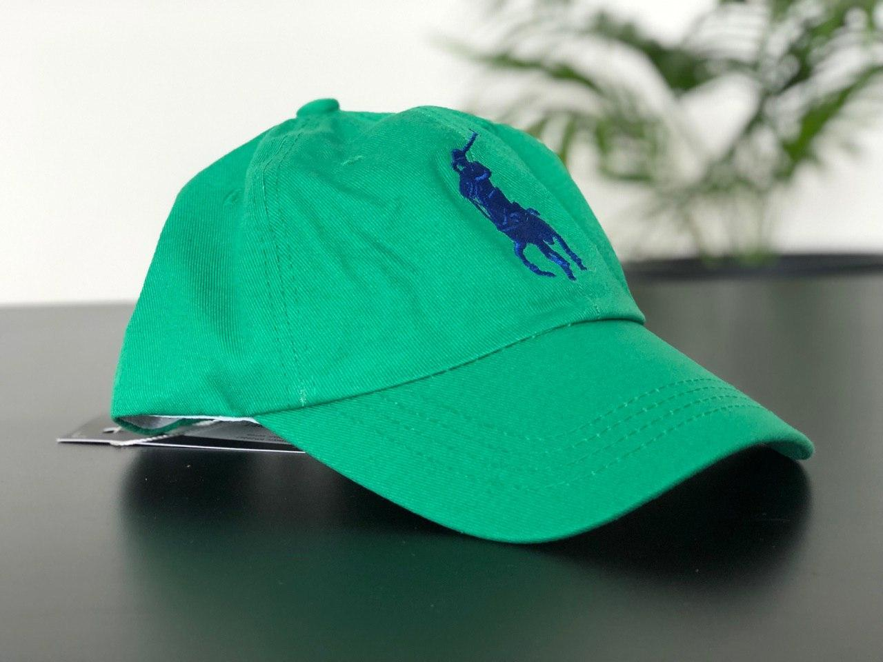 Зеленая кепка поло