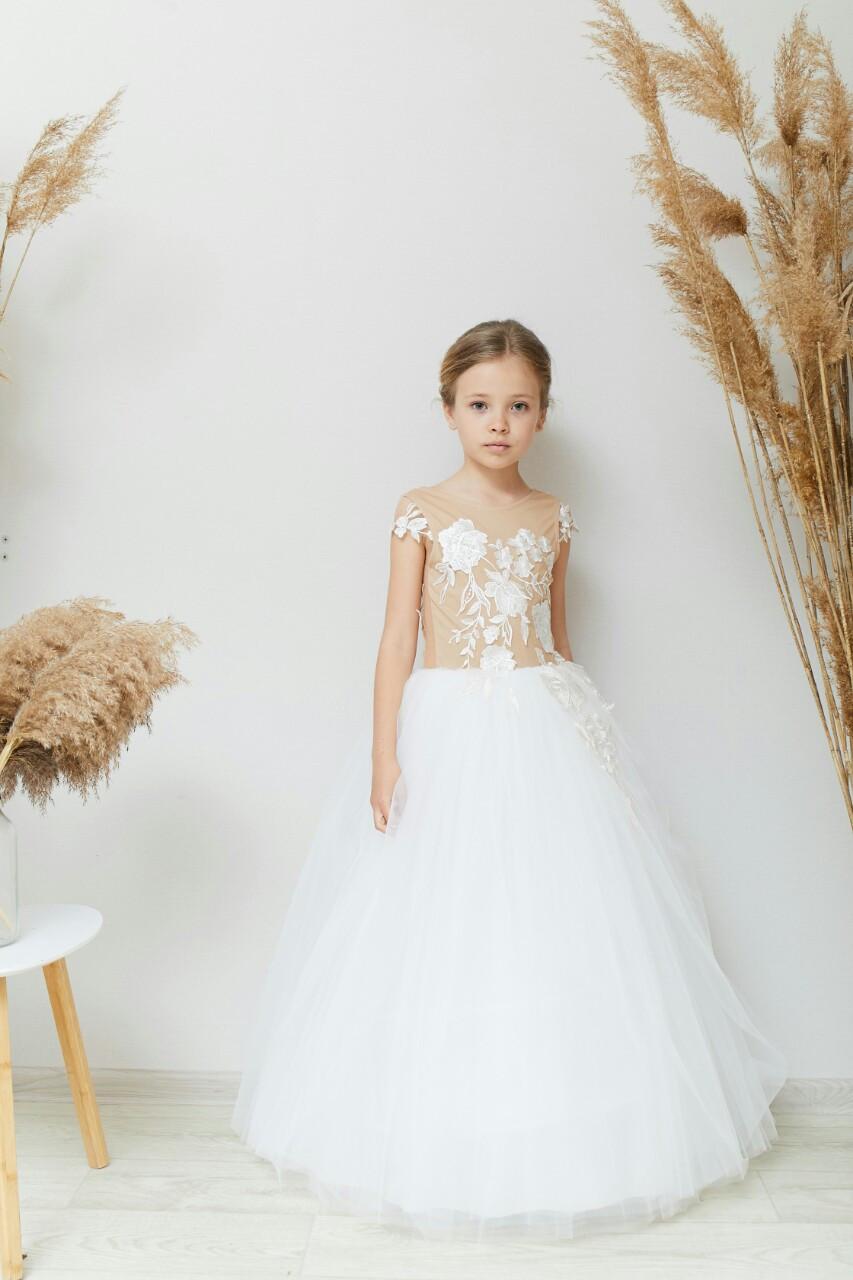 Нарядное детское платье молочное с телесным с прозрачной спинкой на 6-9 лет
