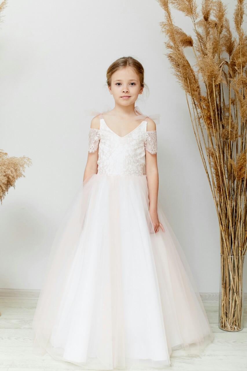 Нежное детское нарядное платье пудровое на 6-10 лет