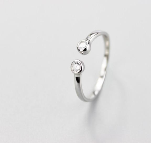 """Серебряное кольцо с фианитом """"Сияние"""""""