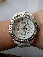 Часы в белом цвете