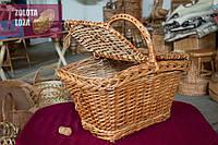 Прямоугольная плетёная корзина с крышкой из натуральной лозы