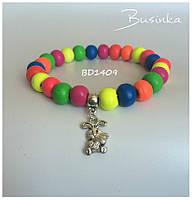 Детский цветной браслет из деревянных бусин с подвеской зайка BD1409