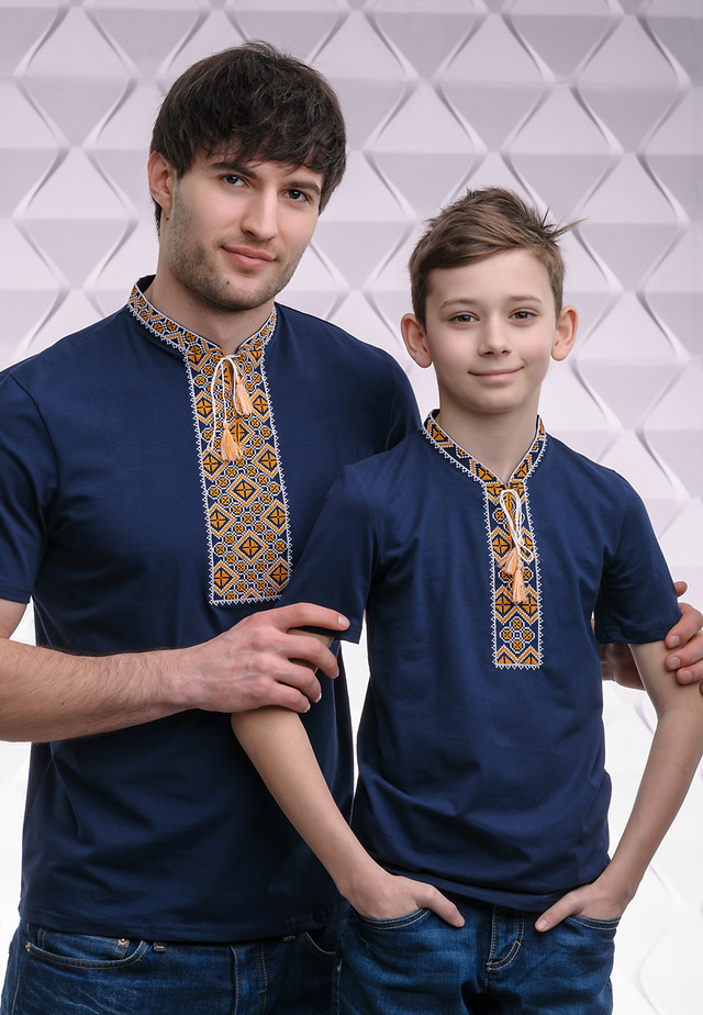 Парные футболки вышиванки с оранжевым орнаментом Папа - сын