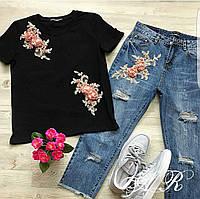 Стильный женский костюм с аппликацией футболка и джинсы