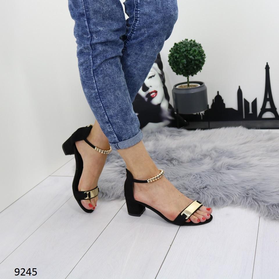a4c794970 Женские замшевые босоножки на широком устойчивом каблуке с золотистыми  вставками черные