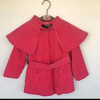 Пальто детское для девочки демисезонное с пелериной Vilen Китай малиновое 12806