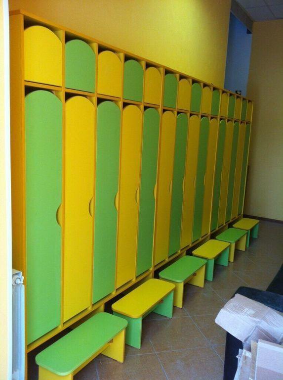 Шкаф детский для одежды на 5 секций с лавками. W32