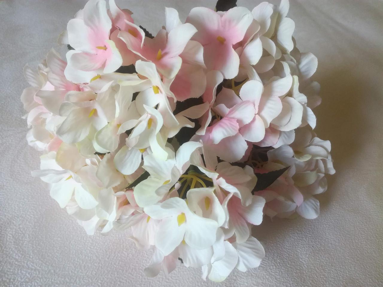 Букет гортензии, бело-розовая