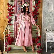 Лляне плаття кольору пудра з вишивкою Роксолана