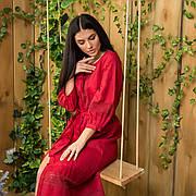 Платье с кружевом из льна красного цвета
