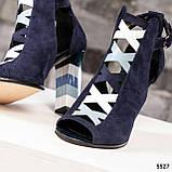 Закрытые синие замшевые босоножки с цветным каблуком женские, фото 3