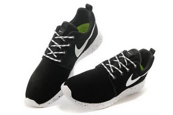 0c7e1448 Женские замшевые кроссовки Nike Roshe Run Suede черно-белые купить в ...