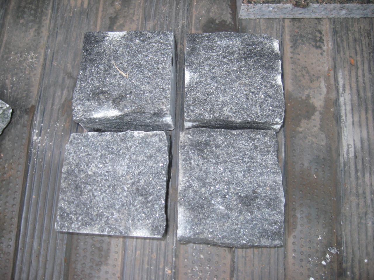 Производство брусчатки гранитной колотая габбро 10*10*5