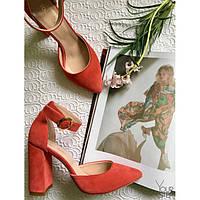 Женские босоножки с обтяжным каблуком, натуральный замш. Возможен отшив в других цветах кожи и замша