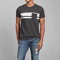 Тёмно-серая футболка с белыми вставками