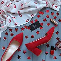 Женские замшевые туфли с заостренным носком на невысоком каблуке Возможен отшив в других цветах кожи и замши