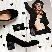 Женские замшевые туфли на невысокм каблуке. Возможен отшив в других цветах кожи и замши