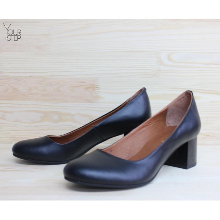 Женские кожаные туфли на невысоком каблуке. Возможен отшив в других цветах кожи и замши