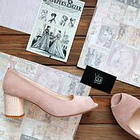 Женские замшевые туфли с  на невысоком каблуке. Возможен отшив в других цветах кожи и  замша