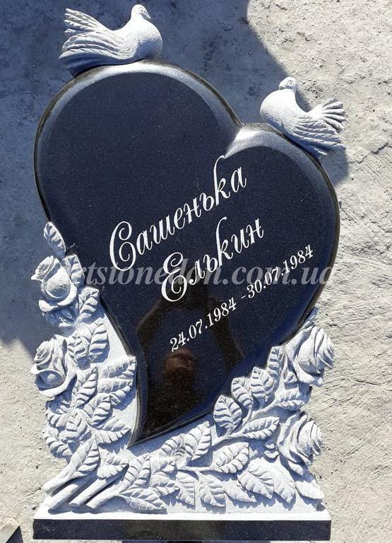 """Памятник из гранита """"Сердце, голуби и розы """" 1"""