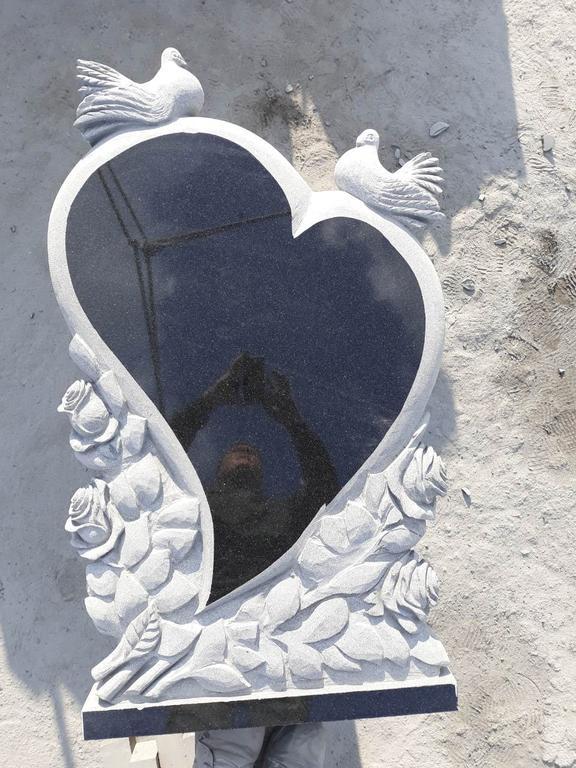 """Памятник из гранита """"Сердце, голуби и розы """" 6"""